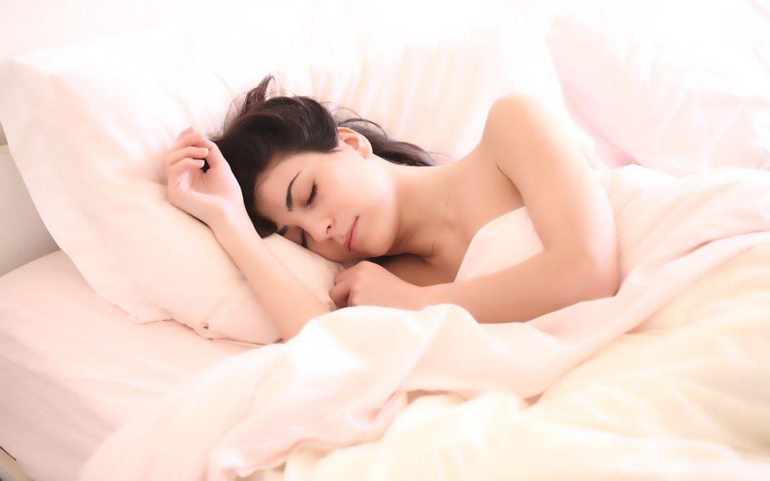 Faut-il utiliser une couverture lestée ? Comment elle diminue l'anxiété, l'insomnie et bien plus encore.